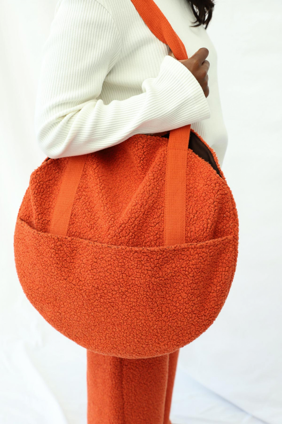 ROUND BAG WITH FRONT POCKET